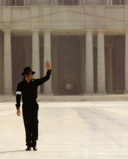https://theonewomanapollo.files.wordpress.com/2011/12/michael-jackson-all-in-black-all-alone.jpg?w=241