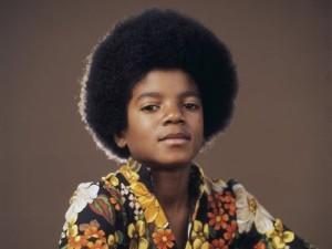 https://theonewomanapollo.files.wordpress.com/2012/01/michael-jackson-childhood.jpg?w=300